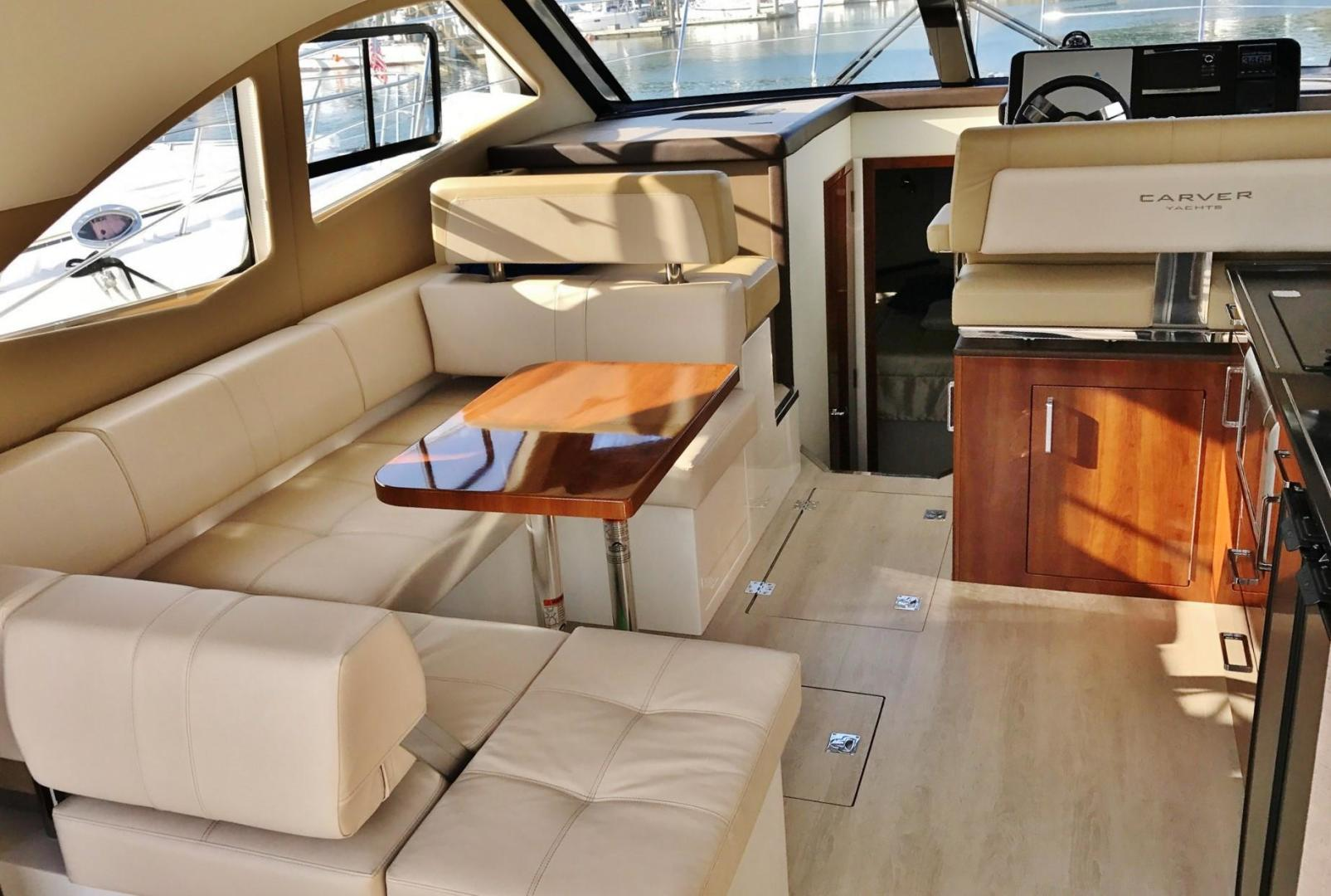 Carver-C37 Coupe 2016-DABDOUB Falmouth-Massachusetts-United States-Salon Dinette-135480 | Thumbnail
