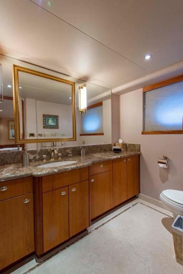 Westport-Tri-Deck 2003-Vision Jupiter-Florida-United States-VIP Port Head-370666 | Thumbnail