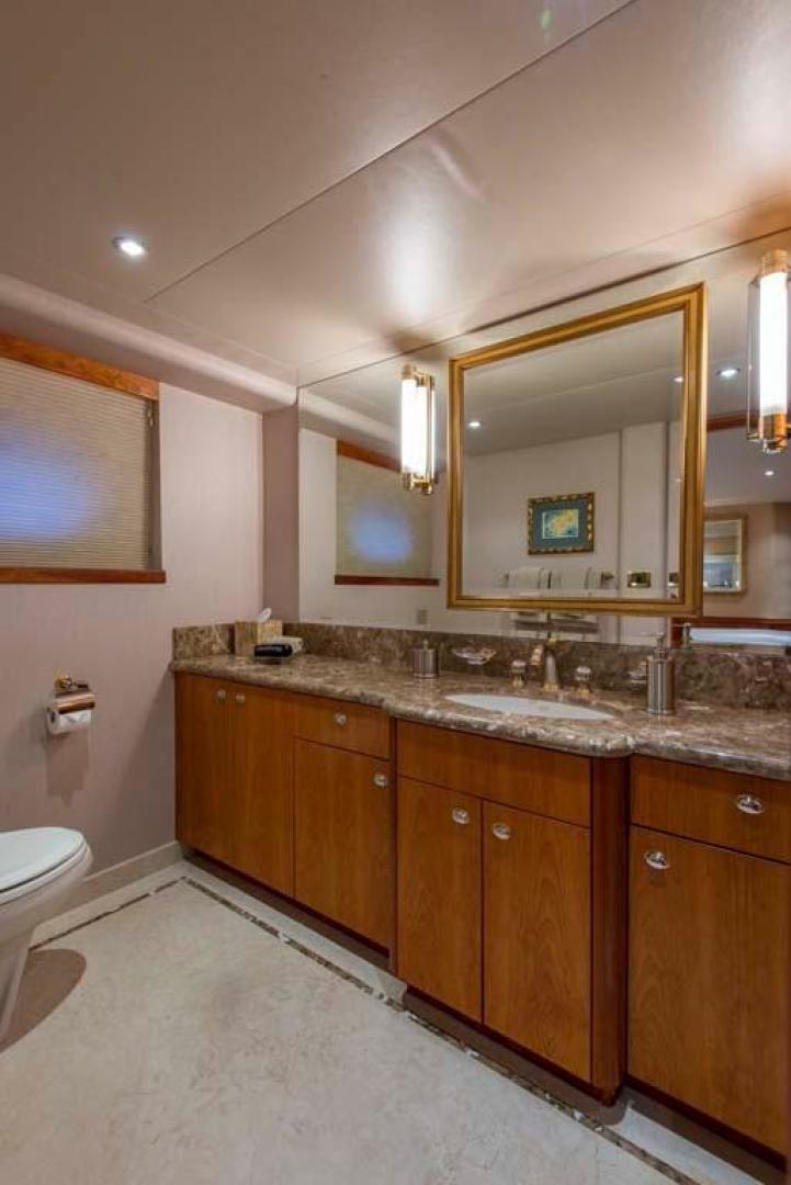 Westport-Tri-Deck 2003-Vision Jupiter-Florida-United States-VIP Starboard Head-370668 | Thumbnail