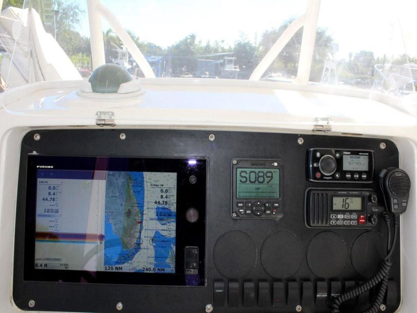 Jupiter-31 Center Console 2005-Lucky Duck Boynton Beach-Florida-United States-Helm Electronics-279133 | Thumbnail
