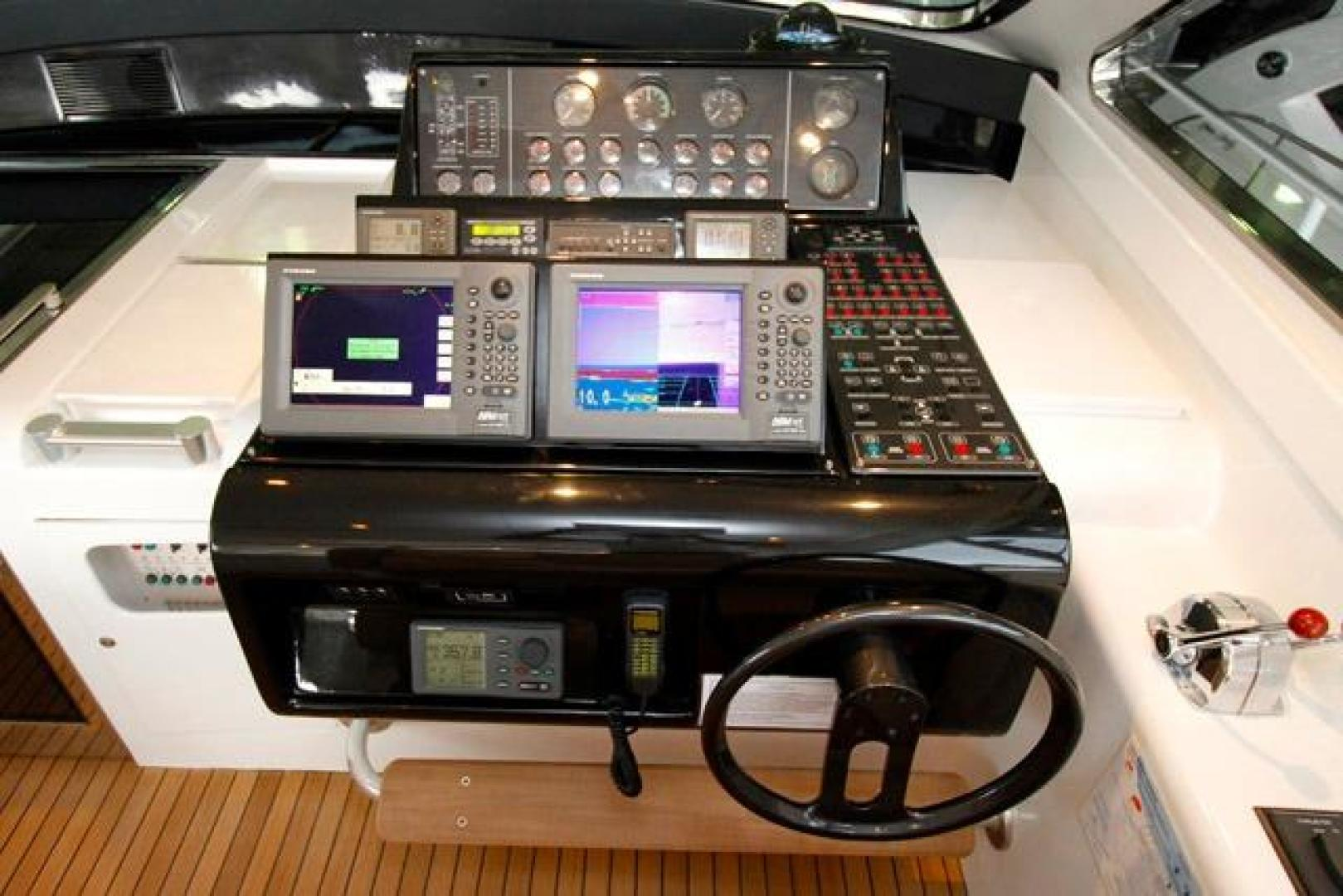 Leopard-Express-Motor-Yacht-2007-Happy-One-Miami-Florida-United-States-Helm-923742