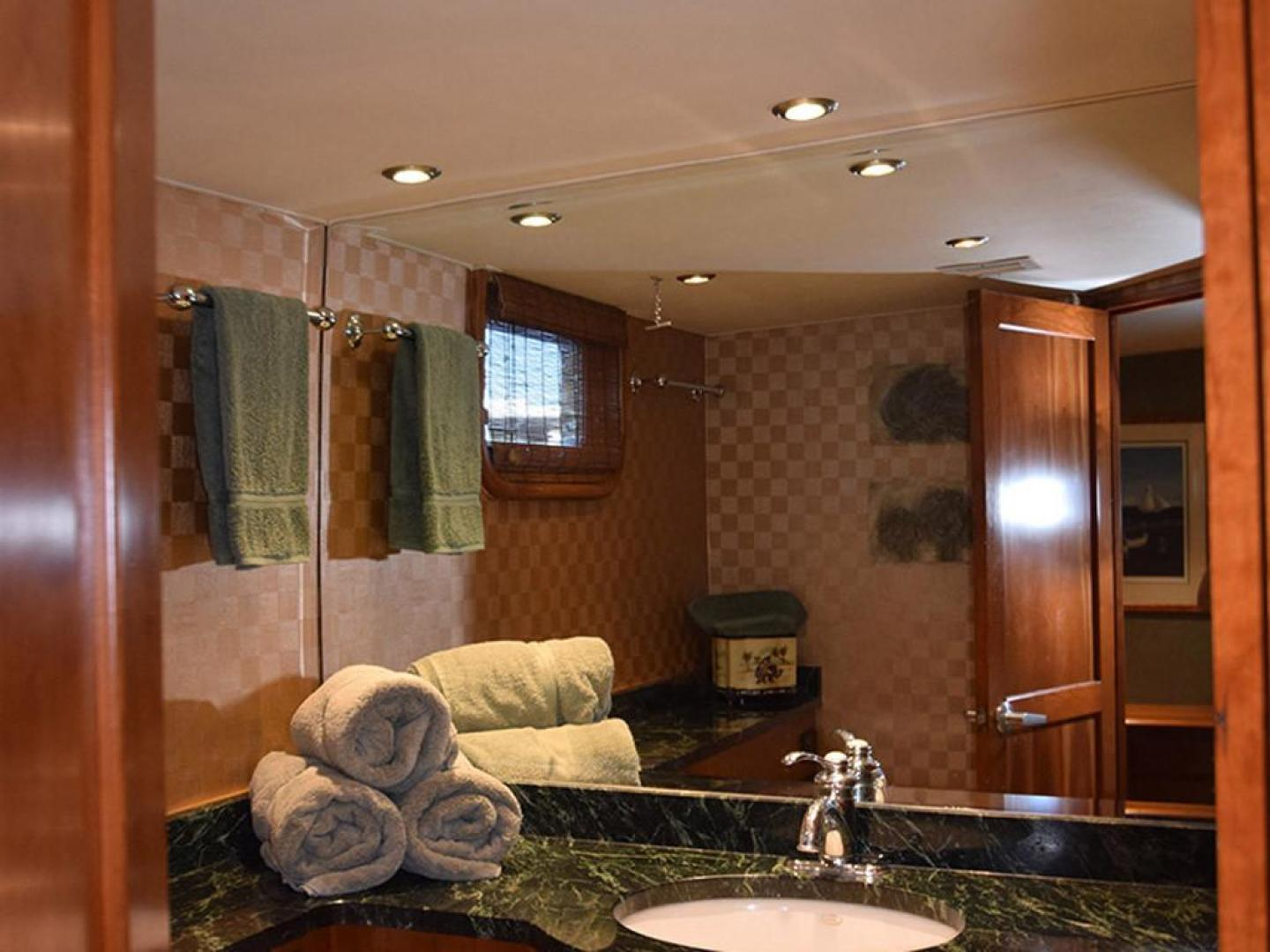 Burger-Raised Pilothouse 1958-Diane Ft. Lauderdale-Florida-United States-Main Stateroom Head from Doorway-369327 | Thumbnail