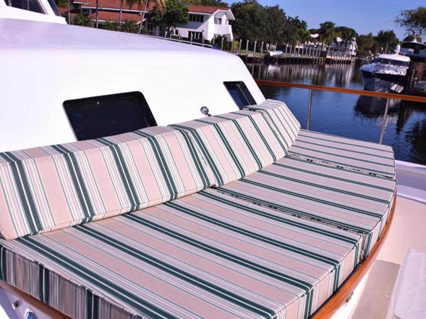 Burger-Raised Pilothouse 1958-Diane Ft. Lauderdale-Florida-United States-Bow Cushions-369378 | Thumbnail