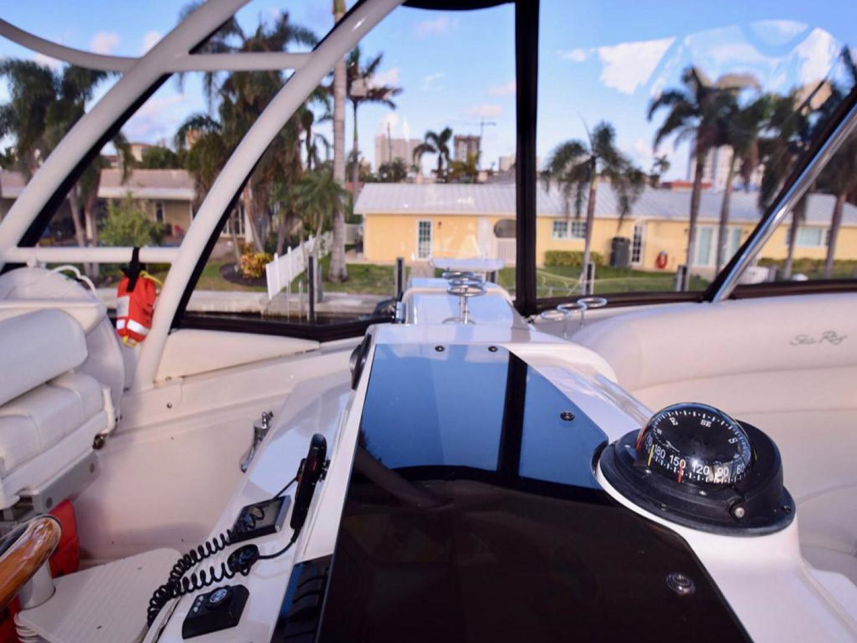 Sea Ray-550 Sedan Bridge 2005-March Madness Pompano Beach-Florida-United States-Flybridge to Starboard-277882 | Thumbnail