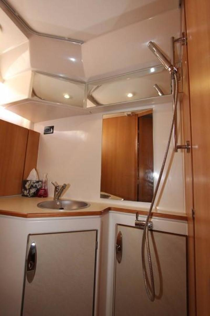Greenline-33 300 2014-Inspiration Annapolis-Maryland-United States-Head Shower-923139 | Thumbnail