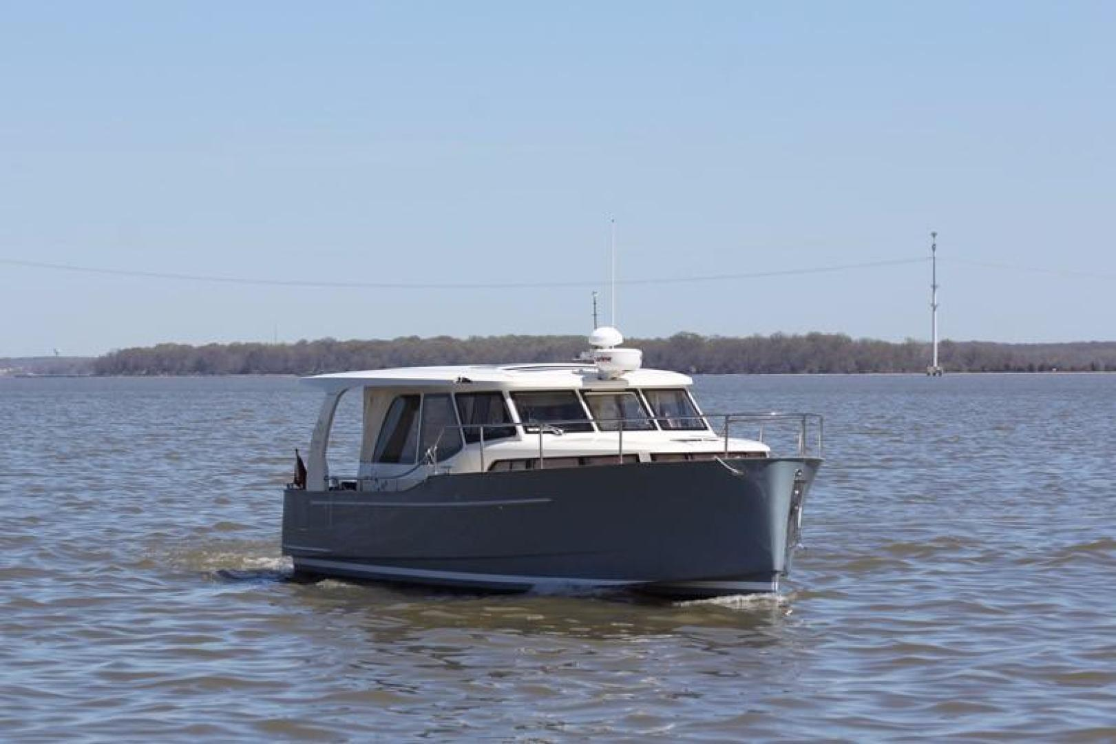 Greenline-33 300 2014-Inspiration Annapolis-Maryland-United States-Stbd Bow-923153 | Thumbnail