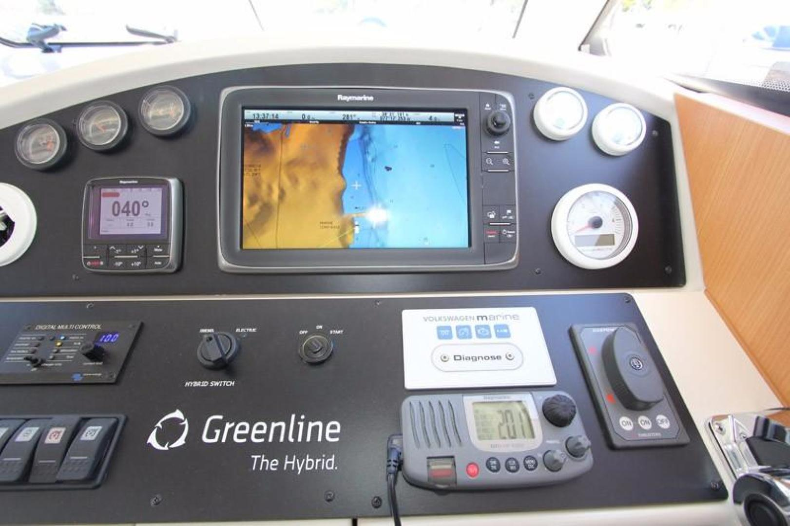 Greenline-33 300 2014-Inspiration Annapolis-Maryland-United States-Helm Detail-923129 | Thumbnail