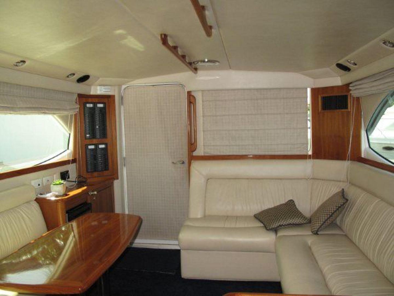 Riviera-Flybridge-2004-No-Name-Curacao-Netherlands-Antilles-(NL)-Salon-Aft-924153