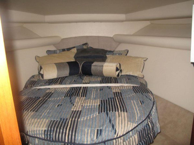 Riviera-Flybridge-2004-No-Name-Curacao-Netherlands-Antilles-(NL)-Queen-Bed-924155