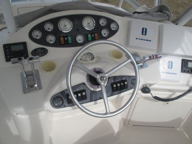 Riviera-Flybridge-2004-No-Name-Curacao-Netherlands-Antilles-(NL)-Helm-924161