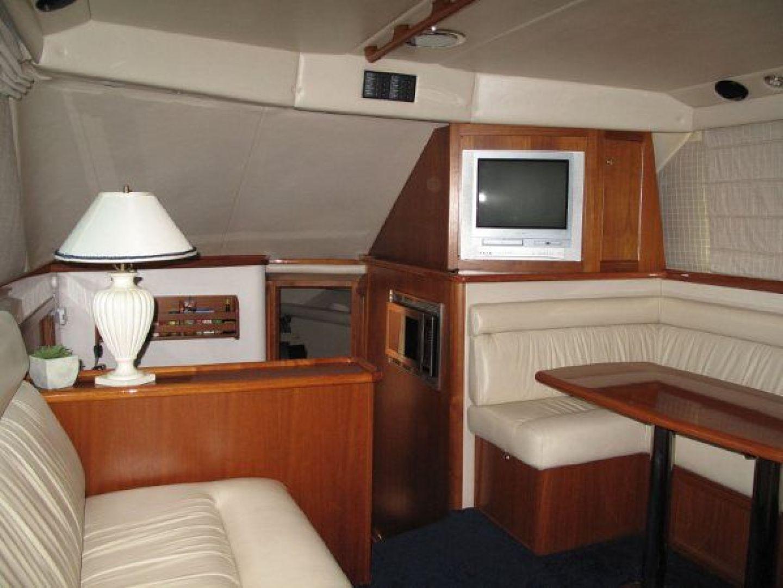 Riviera-Flybridge-2004-No-Name-Curacao-Netherlands-Antilles-(NL)-Salon-Forward-924152
