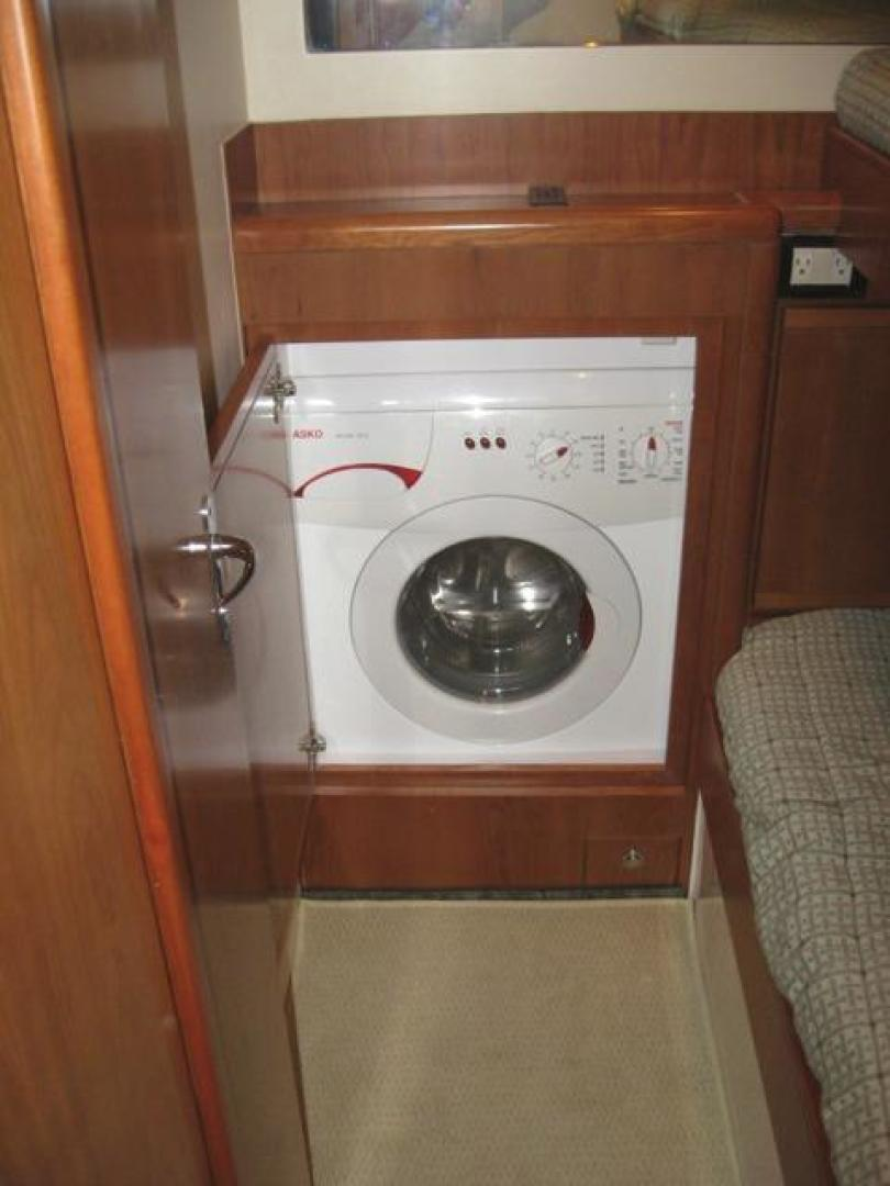 Bertram-Convertible 2007-Uriana Florida-United States-Washer/Dryer-374045 | Thumbnail