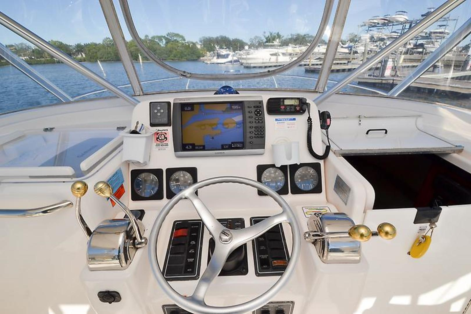 2003 Pursuit 3000 Offshore-26.jpg