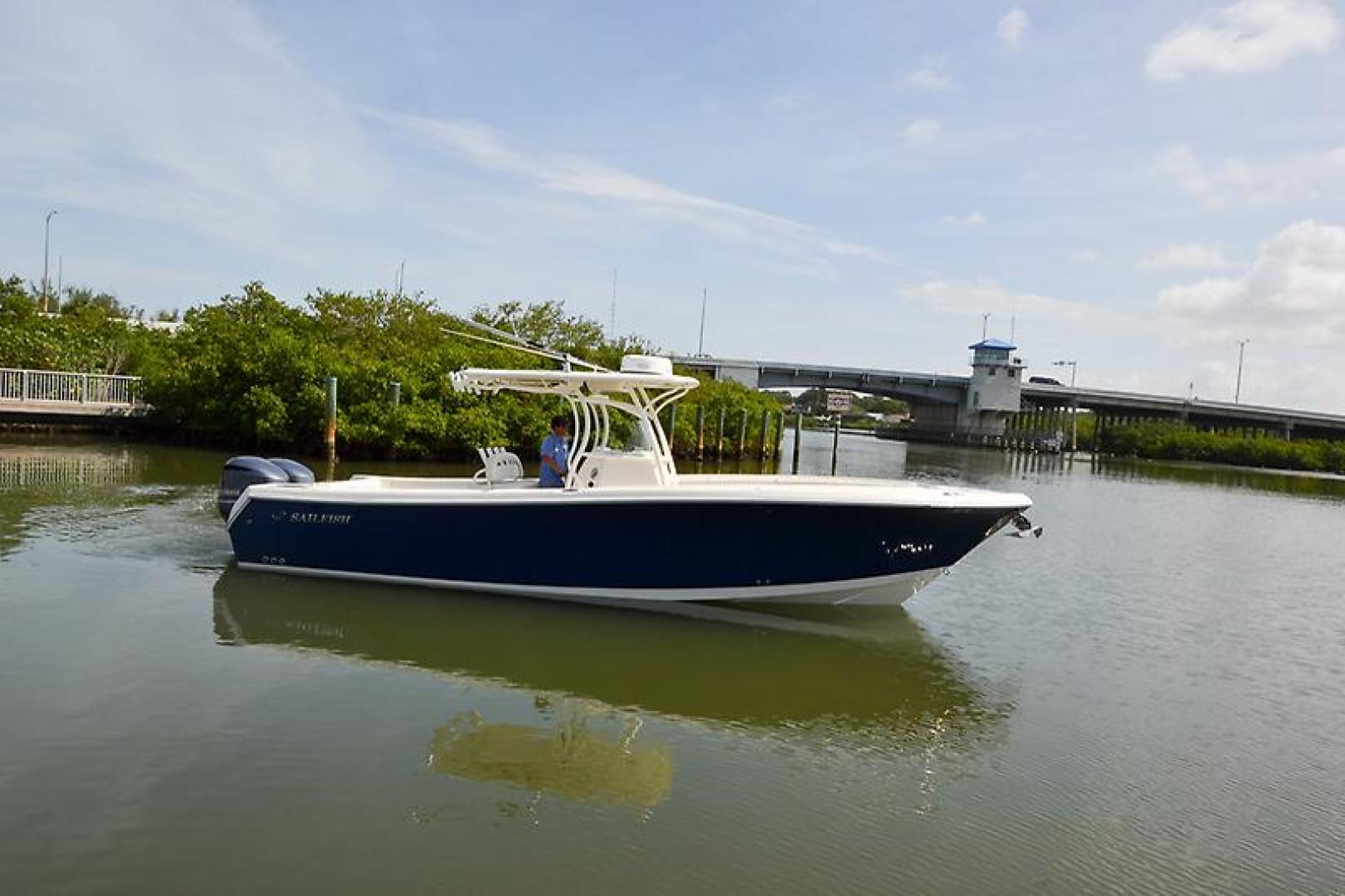 2014 Sailfish 320 cc-14.jpg