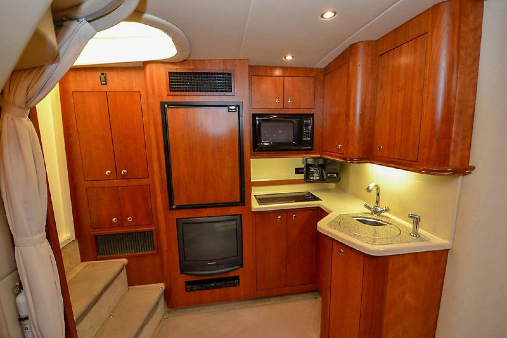 2003 Cruisers Yachts 3772 Express-33.jpg