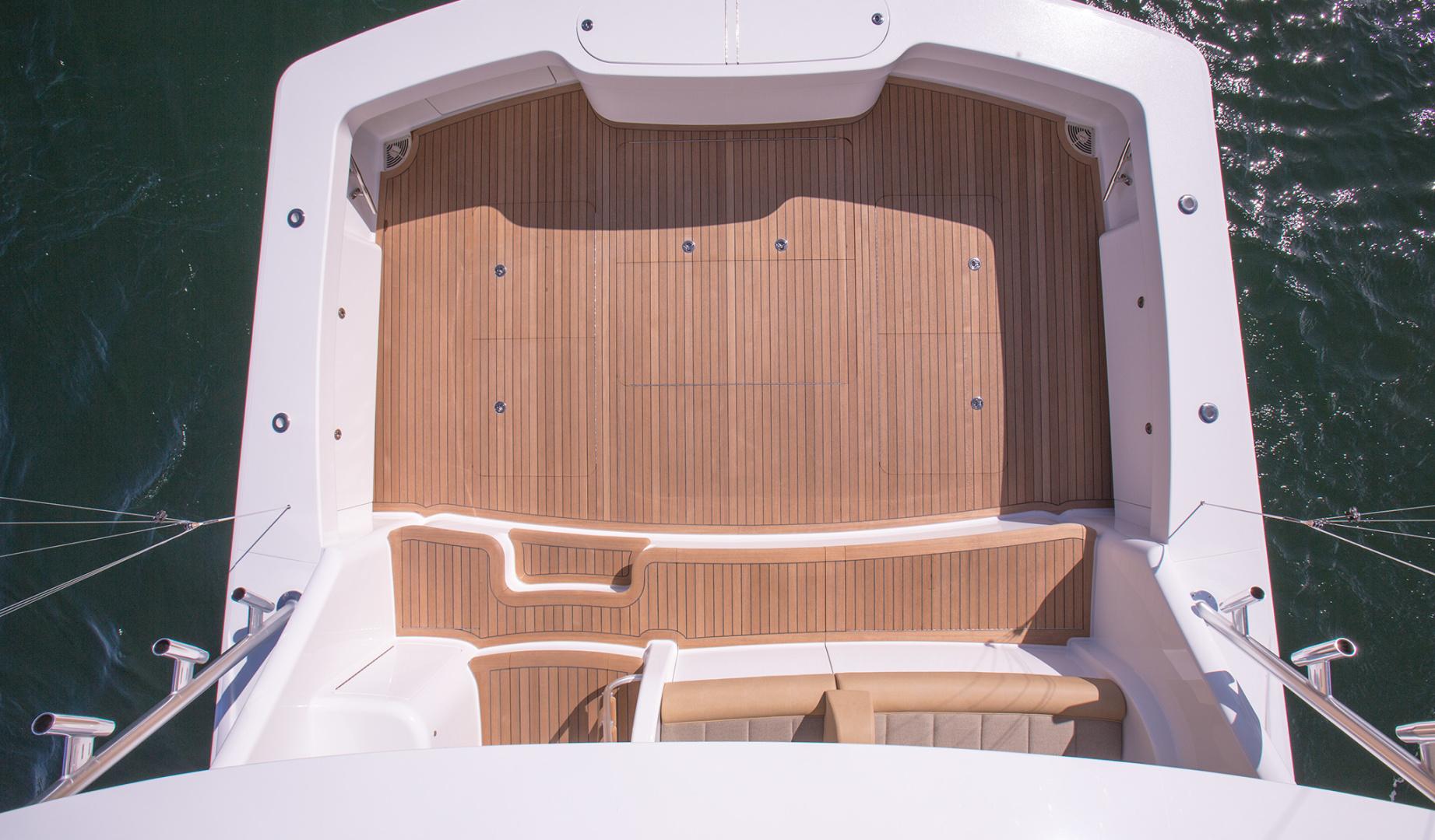 Viking 62 - Cockpit from Bridge