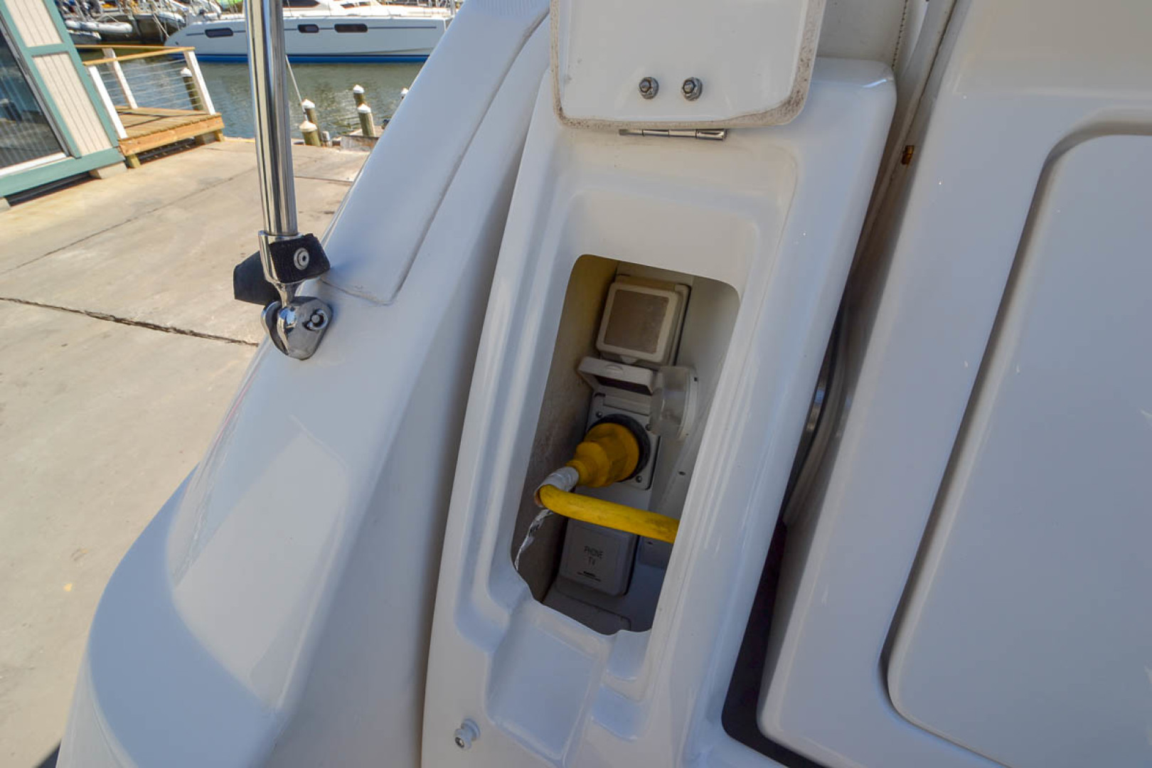 2009 Sea Ray 270 Sundancer-7.jpg