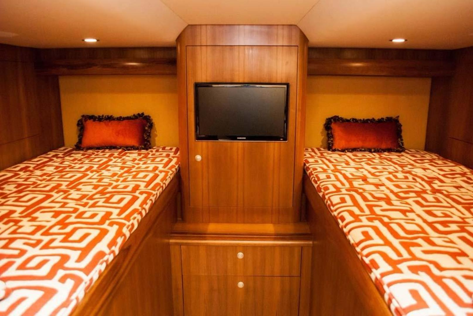 F&S-Convertible-2013-Triple-F-Coral-Gables-Florida-United-States-Guest-Stateroom-1016950