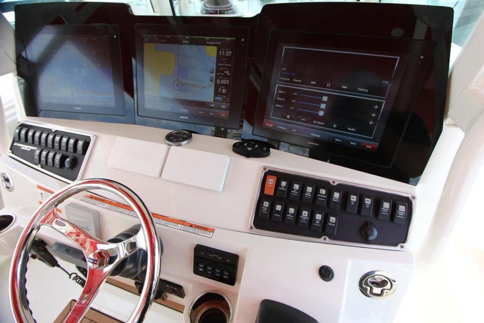 Hydra-Sports-Center Console 2015-Flash Coconut Grove-Florida-United States-Helm-368856 | Thumbnail