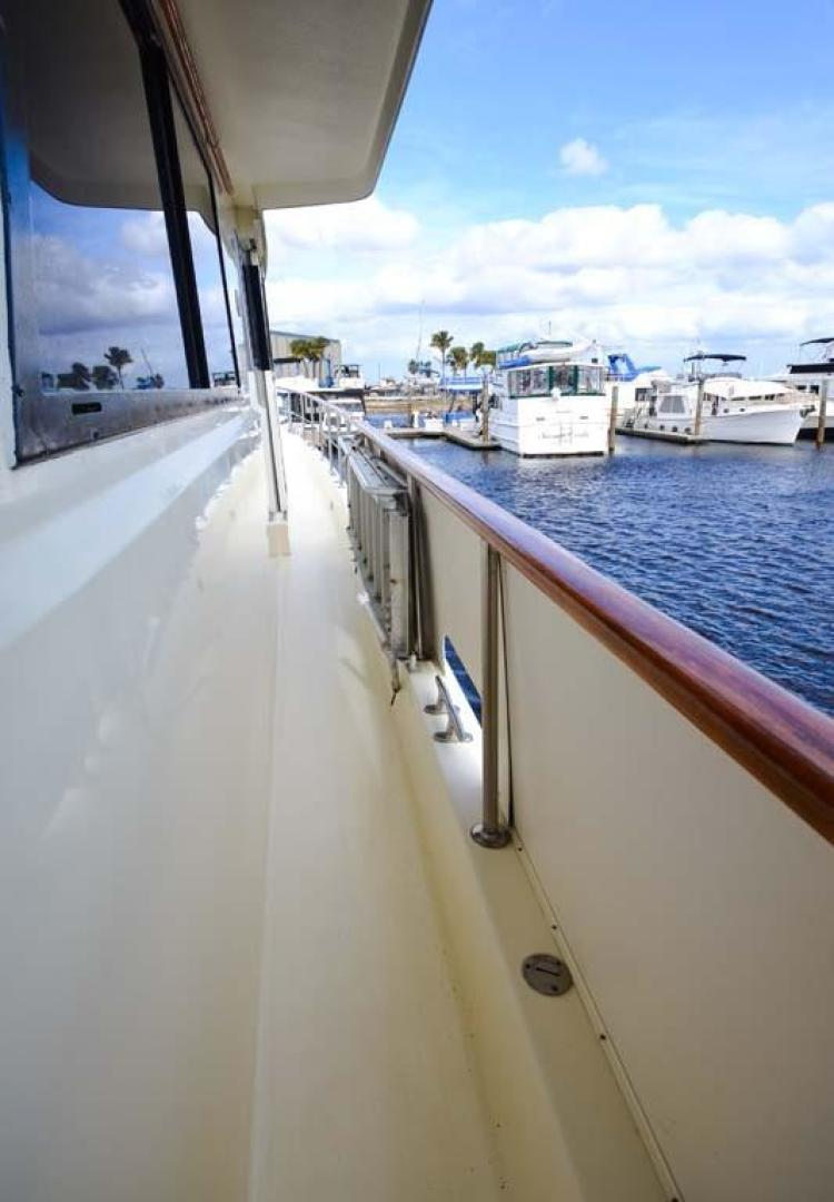 Hatteras-Motor Yacht 1987-I One Jacksonville-Florida-United States-Stbd Walkway-920132 | Thumbnail