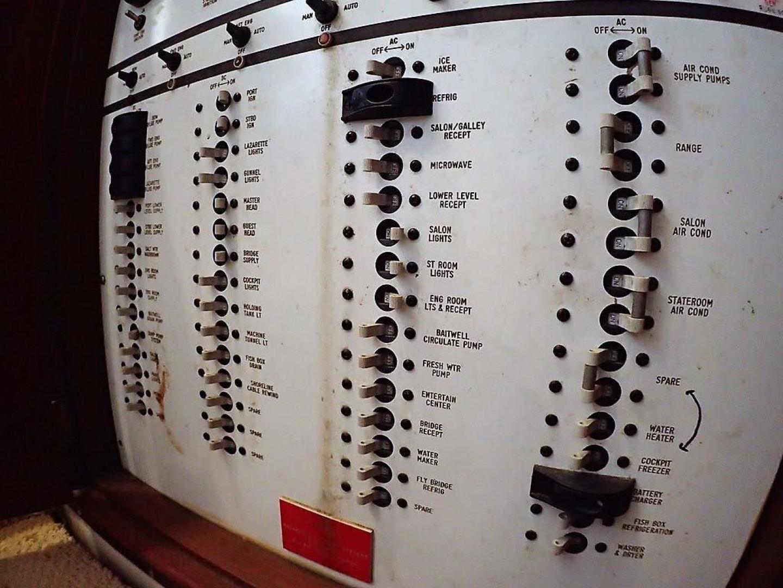 Buddy Davis-51 Custom Carolina Sportfish 1988-Ocean Pearl St. Peter-Barbados-Electrical Panel-929931   Thumbnail