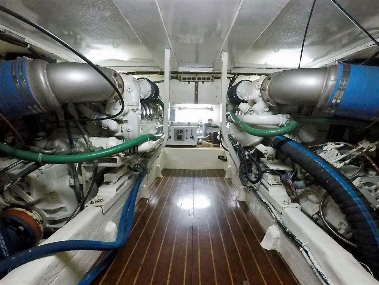 Buddy Davis-51 Custom Carolina Sportfish 1988-Ocean Pearl St. Peter-Barbados-Engine Room-929910   Thumbnail