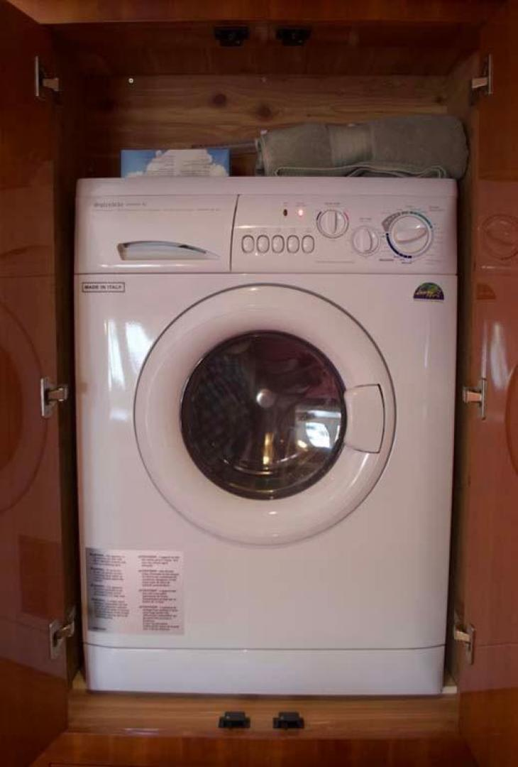 Regal-52 Sport Coupe 2008-Sea Ya Windever Long Island-New York-United States-Washer and Dryer-930176 | Thumbnail