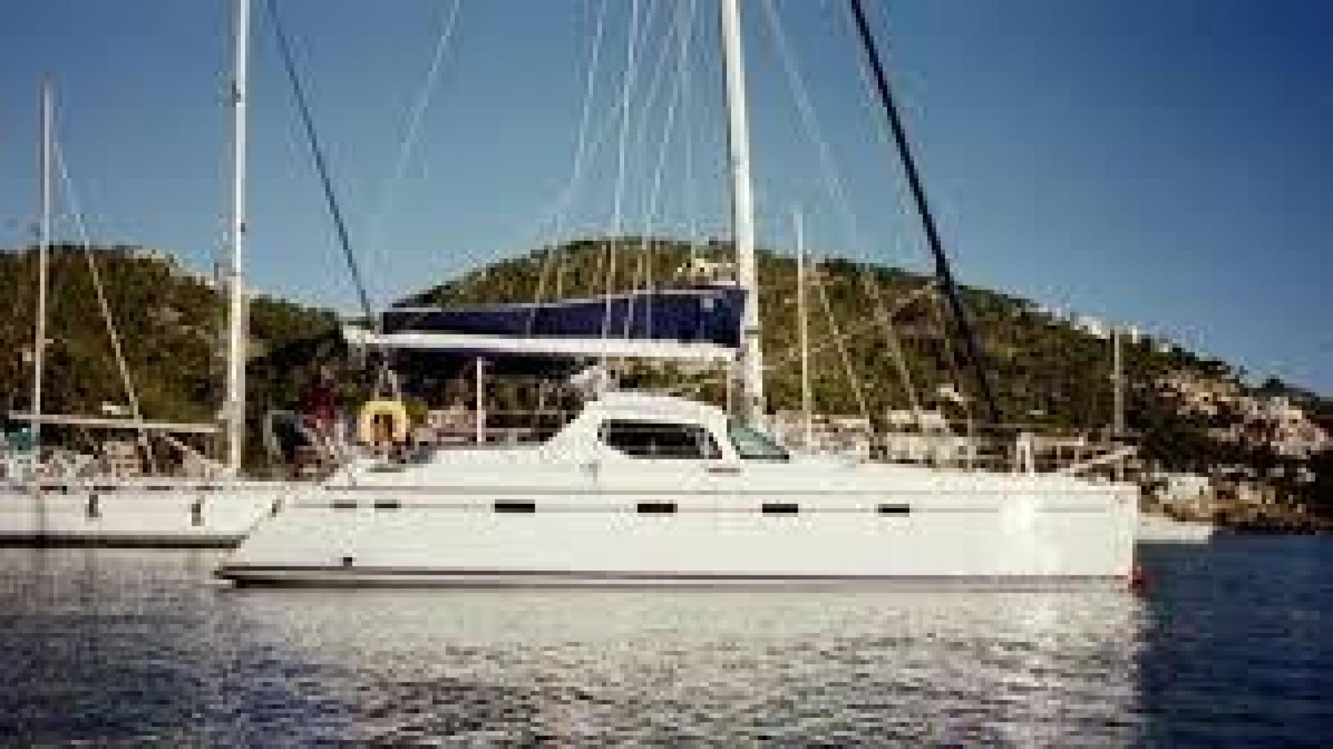 Picture Of: 43' Privilege Privilege 435 2001 Yacht For Sale | 1 of 12