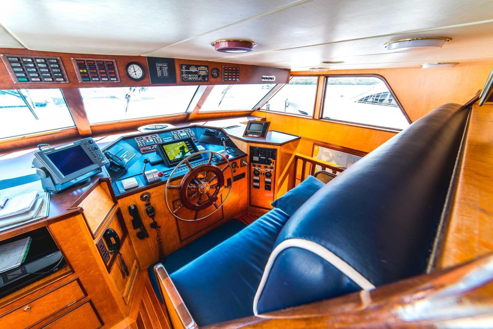 Burger-Raised Pilot House 1987-Adventurer Cape Coral-Florida-United States-Pilot House-348045   Thumbnail