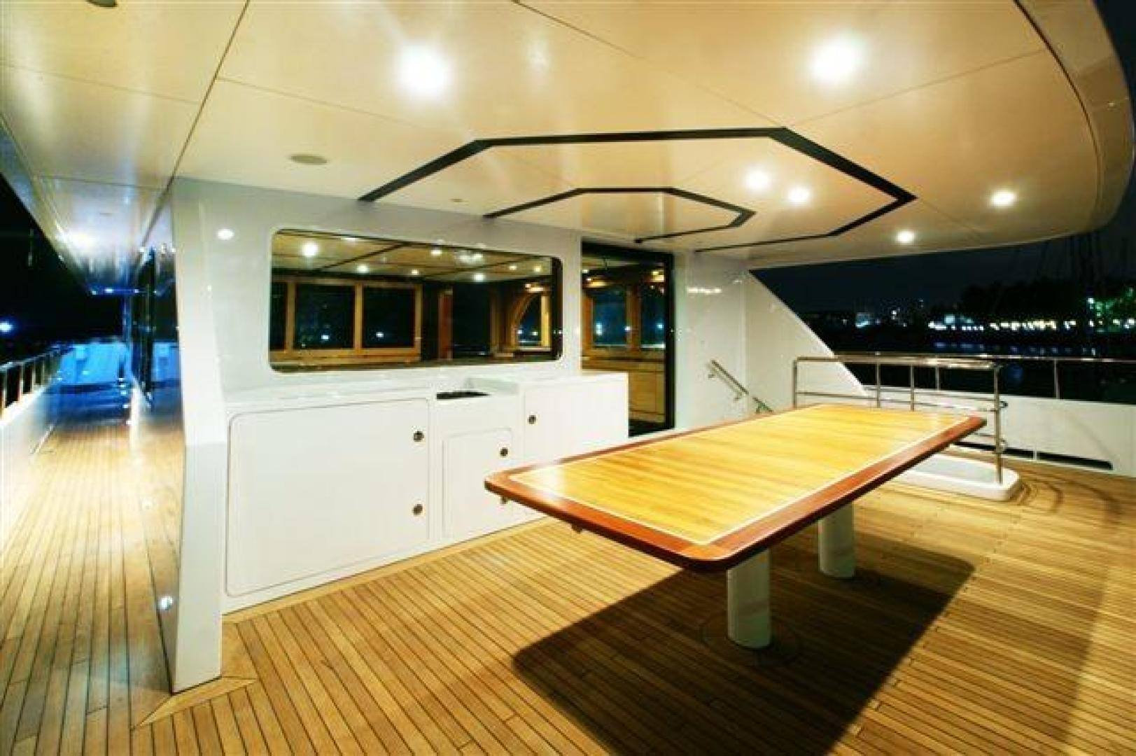 Pilothouse aft deck