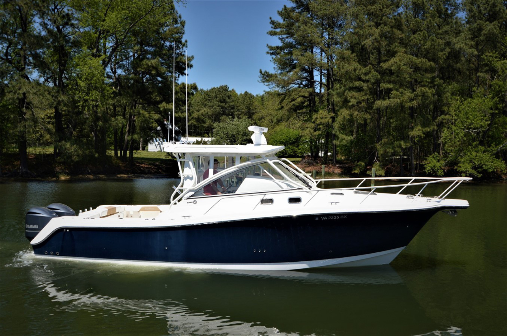 Picture Of: 33' Edgewater 335EX Express 2014 Yacht For Sale | 1 of 45