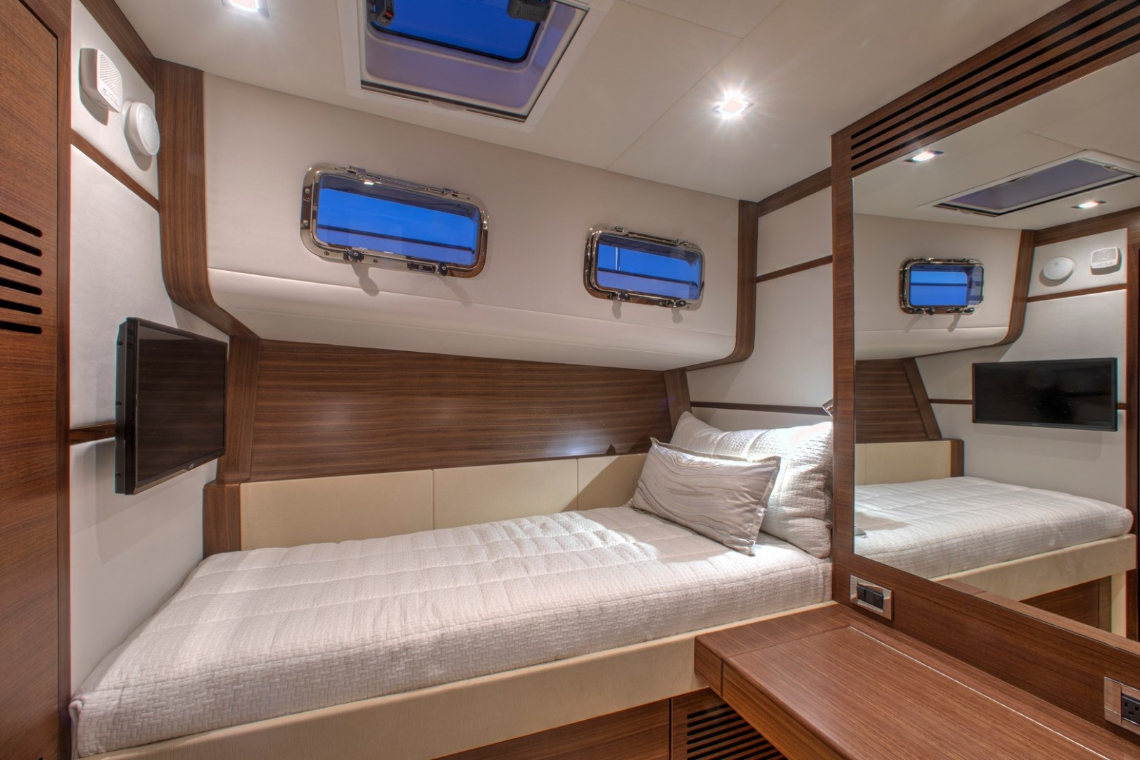 Summit MotorYachts-Summit 54 2020-Summit 54 Annapolis  -Maryland-United States-Guest Cabin  Study-1488767 | Thumbnail