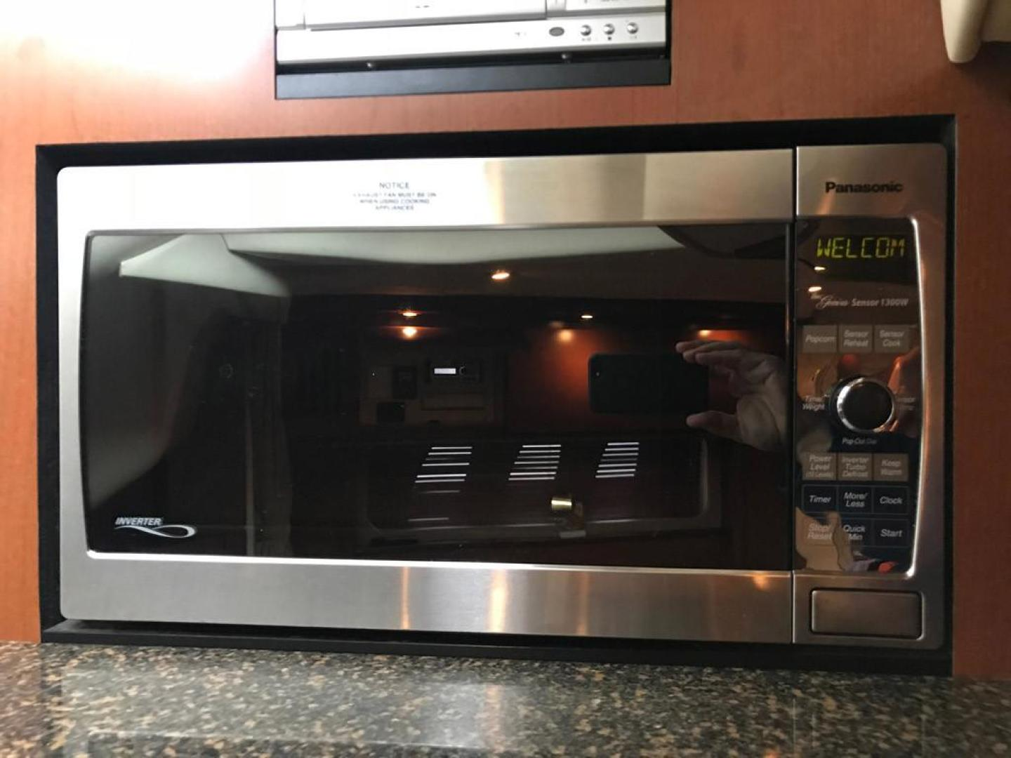 Sea Ray-38 Sundancer 2007-El Don North Beach-Maryland-United States-Galley Microwave-923257 | Thumbnail
