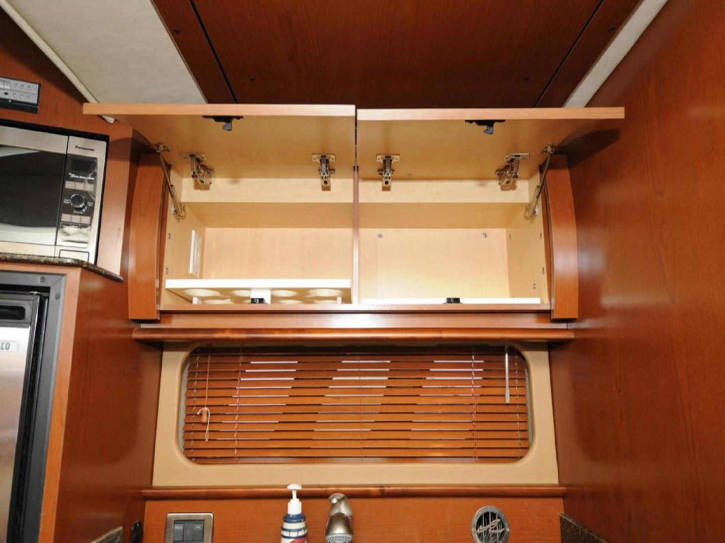 Sea-Ray-38-Sundancer-2007-El-Don-North-Beach-Maryland-United-States-Galley-Storage-Above-Counter-923258