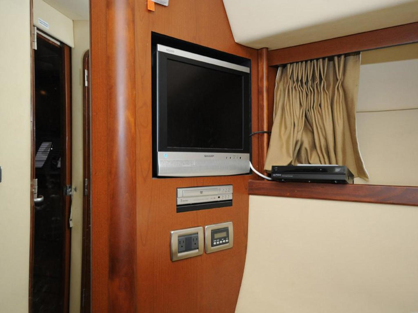 Sea Ray-38 Sundancer 2007-El Don North Beach-Maryland-United States-Master Stateroom Port Side TV-923264 | Thumbnail