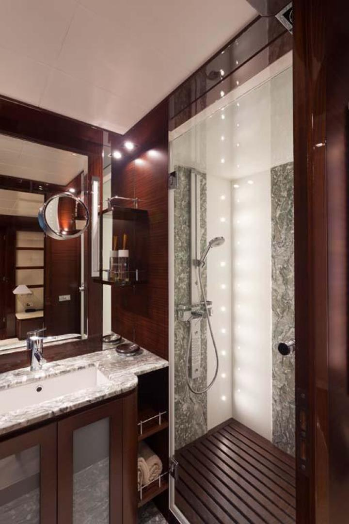 PerMare-Amer 92 2010-Lady H Sanremo-Italy-Guest Cabin Head and Shower-923795 | Thumbnail