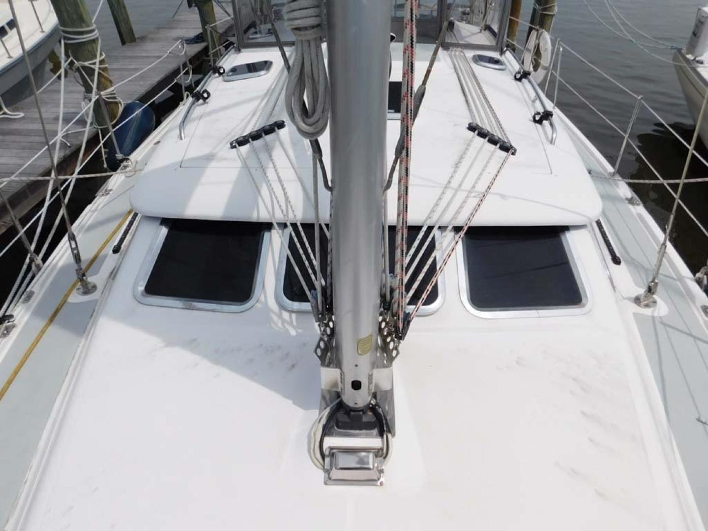 Hunter-41 DS 2011-Explorer Cocoa-Florida-United States-Foredeck-925669 | Thumbnail