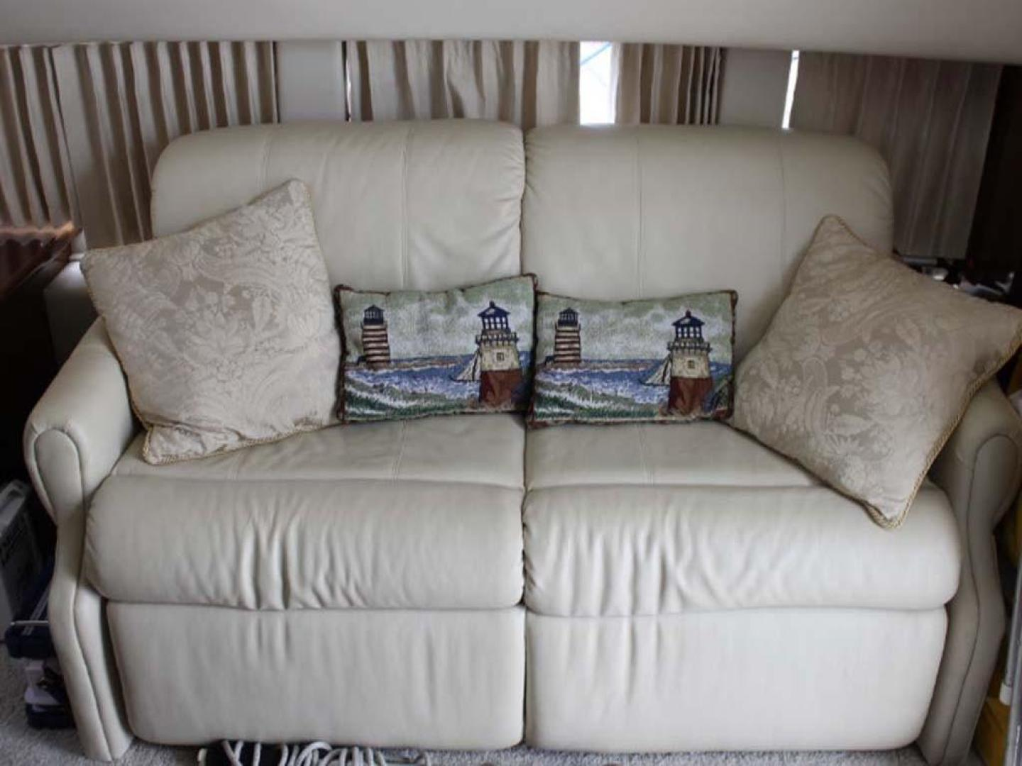 Carver-38 Super Sport 2007-Amazed Wildwood-New Jersey-United States-Salon Settee-928135 | Thumbnail