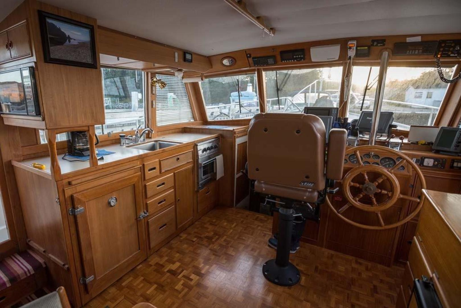 Grand Banks-42 Classic 1995-Little Salmonier St. Johns-Newfoundland And Labrador-Canada-Salon Forward to Galley and Helm-920922 | Thumbnail