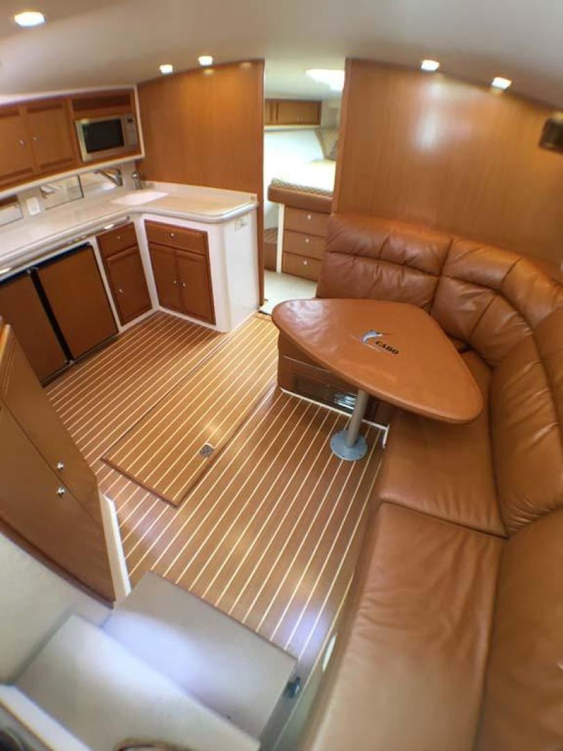Cabo-40 Express 2007-C Hoss Orange Beach-Alabama-United States-Salon Forward-927797 | Thumbnail