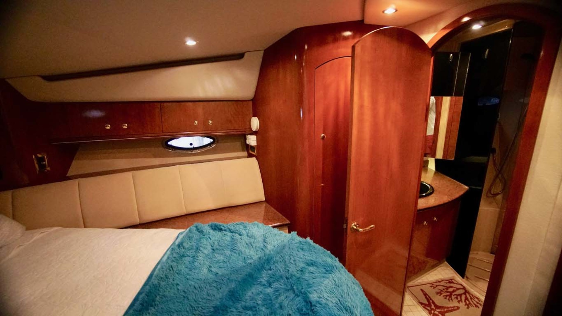 Cruisers Yachts-5000 Sport Sedan 1999-YOLO Niceville-Florida-United States-VIP Head Entry-1092888 | Thumbnail