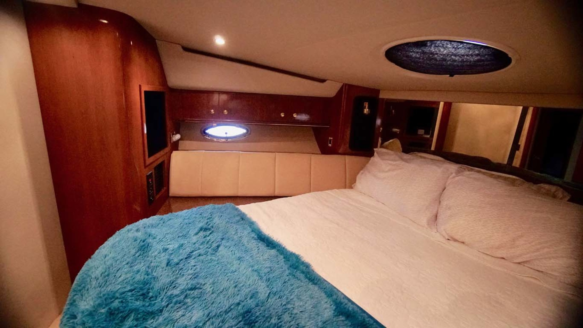 Cruisers Yachts-5000 Sport Sedan 1999-YOLO Niceville-Florida-United States-VIP Stateroom-1092887 | Thumbnail