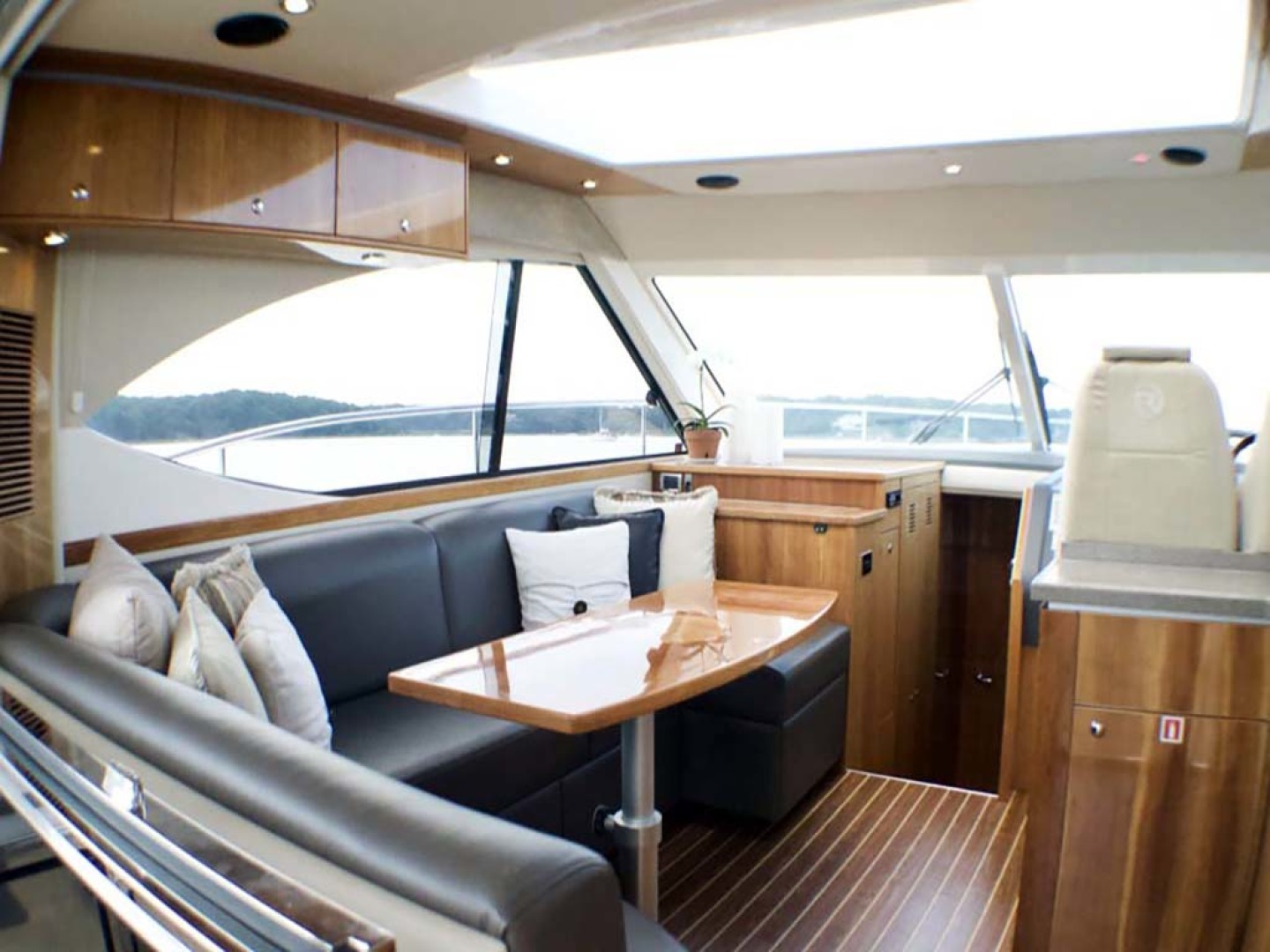 Riviera-4400 Sport Yacht 2009-Soul Mates Long Island-United States-Helm Deck-1062567 | Thumbnail