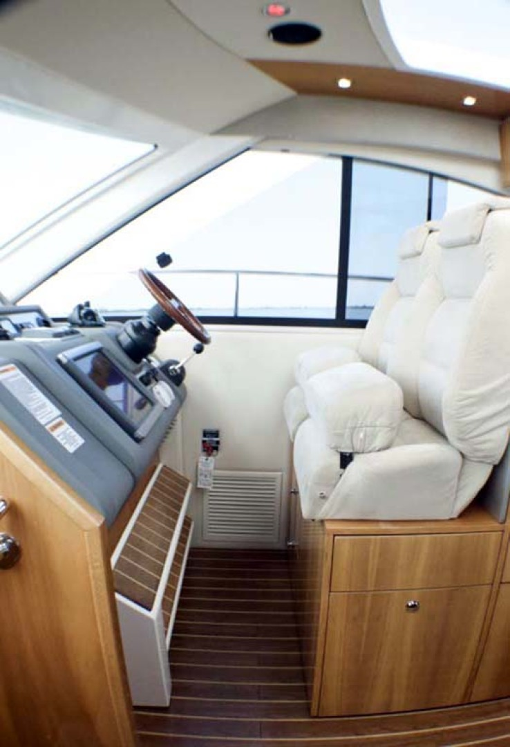 Riviera-4400 Sport Yacht 2009-Soul Mates Long Island-United States-Helm-1062565 | Thumbnail