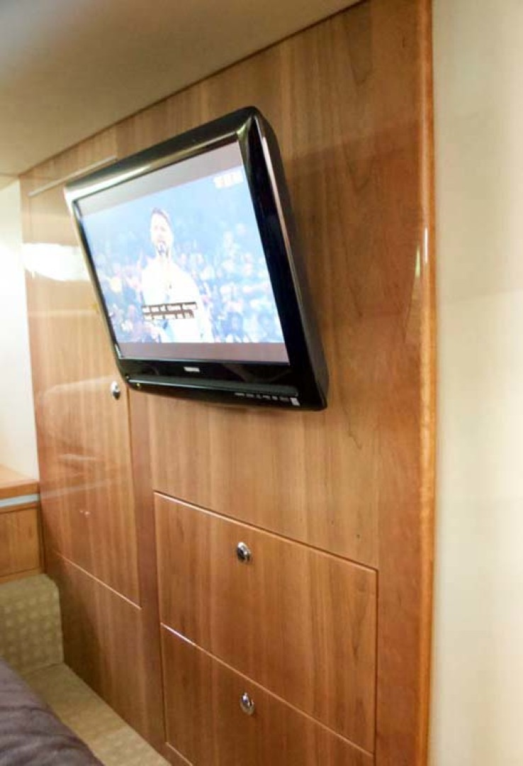 Riviera-4400 Sport Yacht 2009-Soul Mates Long Island-United States-Guest Stateroom TV-1062560 | Thumbnail