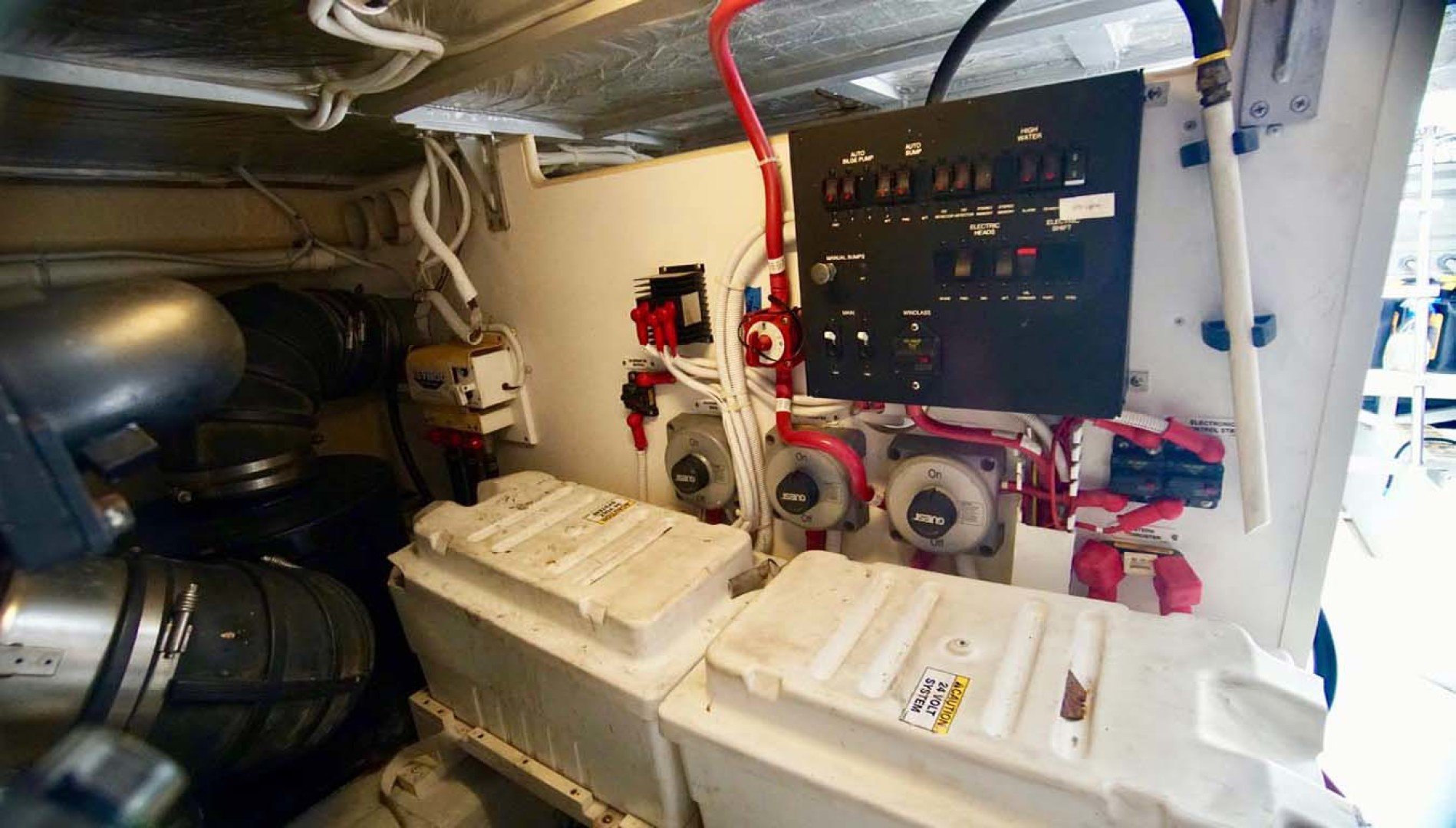 Carver-560 Voyager 2006-NEED A BREAK Fort Myers-Florida-United States-Engine Room-1105811 | Thumbnail
