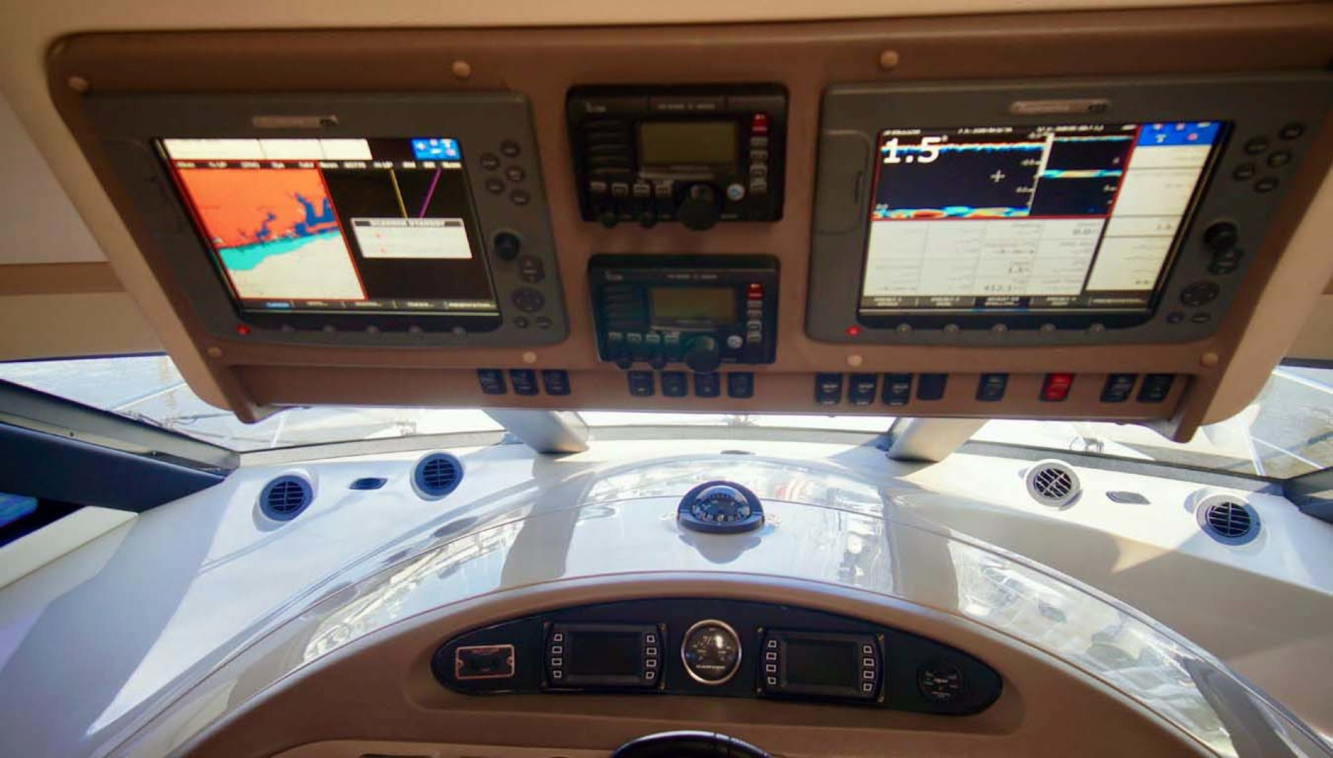 Carver-560 Voyager 2006-NEED A BREAK Fort Myers-Florida-United States-Helm Electronics-1105794 | Thumbnail