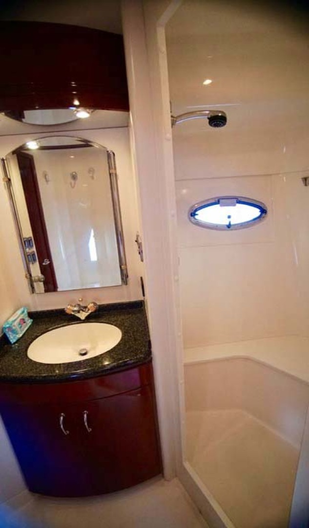 Carver-560 Voyager 2006-NEED A BREAK Fort Myers-Florida-United States-Guest Head-1105791 | Thumbnail