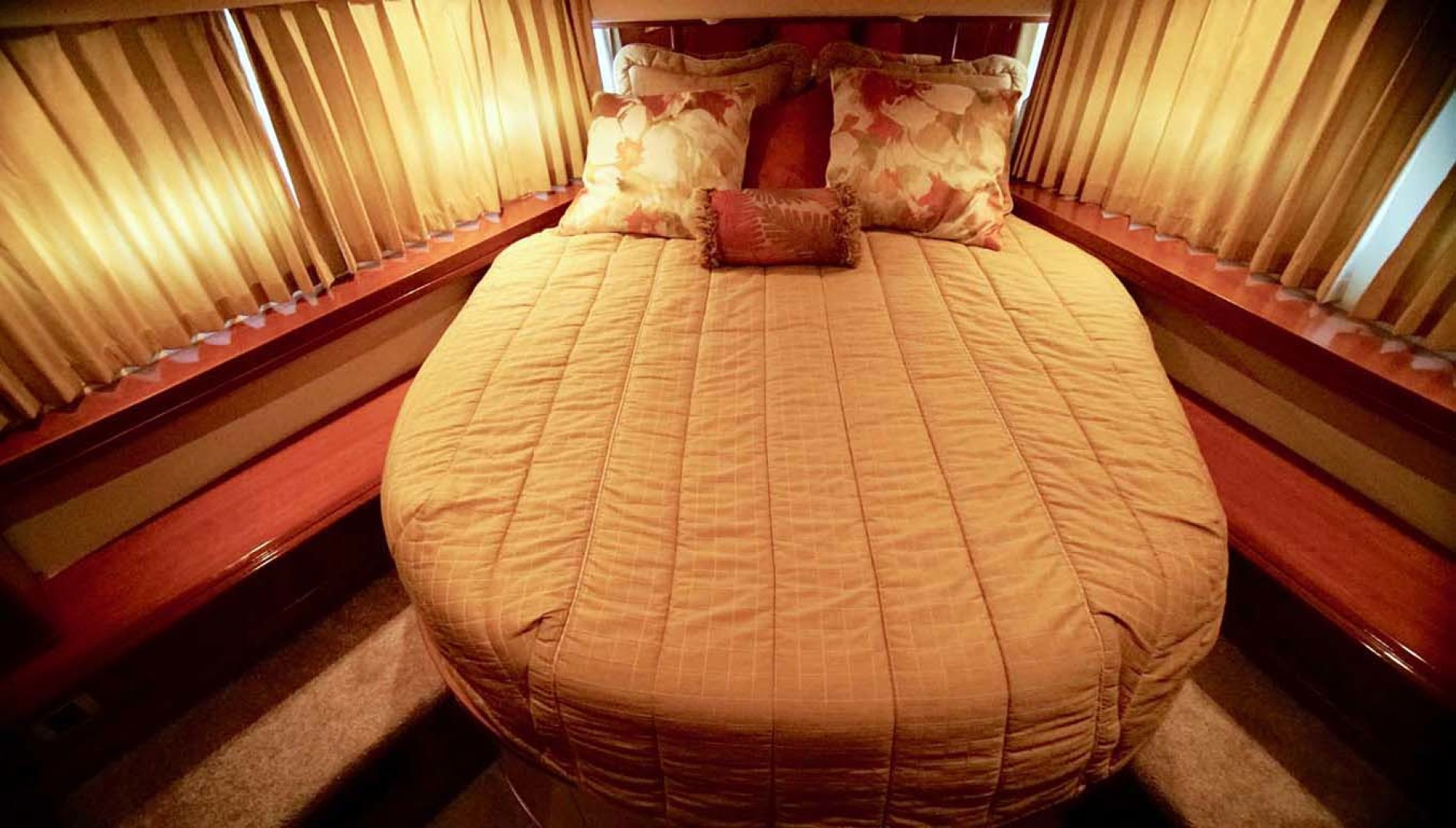Carver-560 Voyager 2006-NEED A BREAK Fort Myers-Florida-United States-VIP Stateroom-1105787   Thumbnail