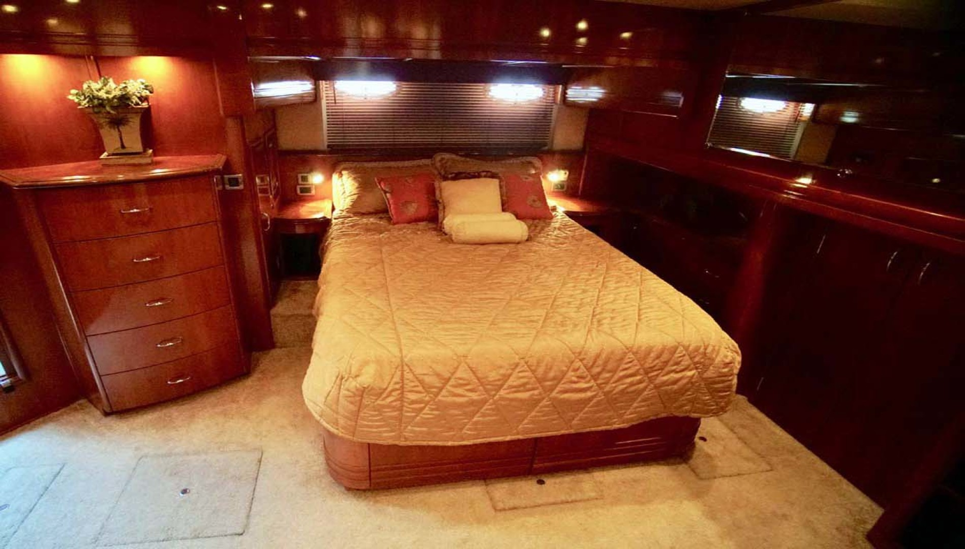 Carver-560 Voyager 2006-NEED A BREAK Fort Myers-Florida-United States-Master Stateroom-1105780 | Thumbnail
